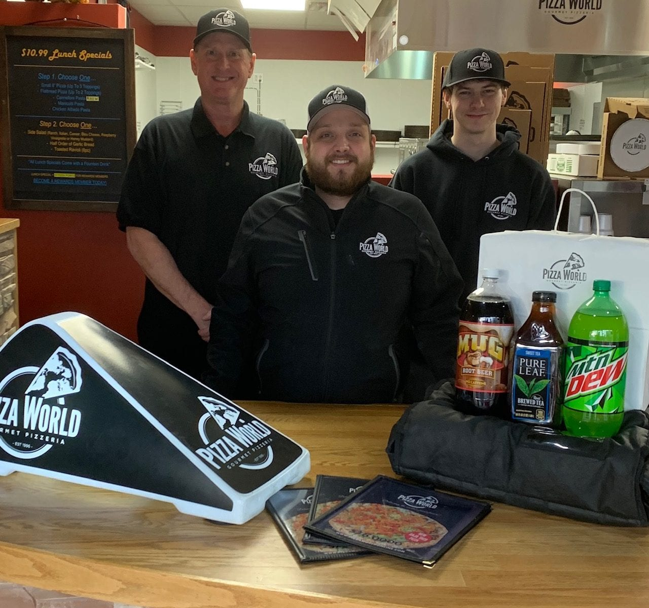 Pizza World in Creve Coeur Recognizes Employees